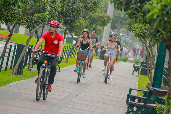 Lima Bike Tour with Lima Bici trilingual guide