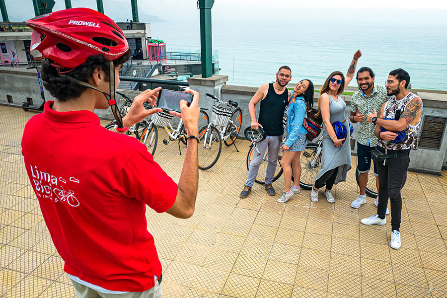 People having fun on a tour by Lima Bici